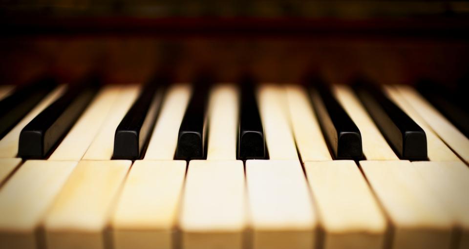 Sänger mit Piano